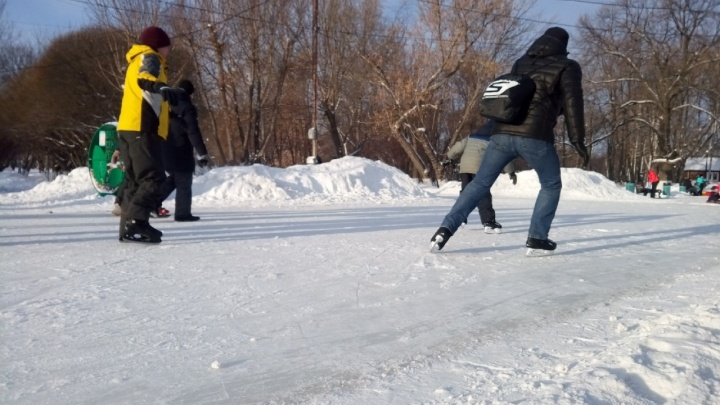 В мэрии ответили на претензии по поводу качества льда на катке в парке Гагарина
