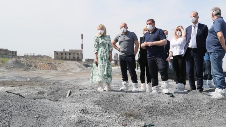 В Волгограде губернатор Андрей Бочаров показал замминистру «Белое море» — ядовитые остатки «Химпрома»