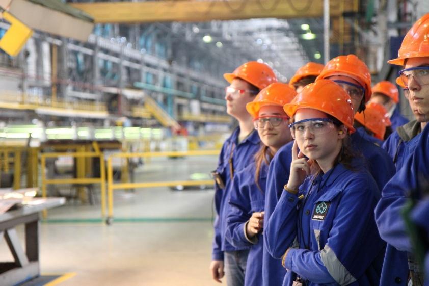 Стипендиальная программа — флагманский проект Фонда Arconic в Самаре — действует более 15 лет. Церемония вручения стипендий студентам и молодым преподавателям Самарского университета и Самарского металлургического колледжа зачастую проводится на заводе. У начинающих ученых есть возможность понаблюдать за производственным процессом и обсудить технические вопросы с опытными металлургами