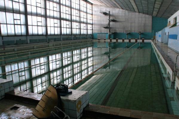 После новости о сносе старого здания бассейна СКА многие читатели НГС поделились своими воспоминаниями, связанными с ним