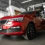 Заметен с первого взгляда: в «Восток Моторс» появился красный ŠKODA RAPID Black Edition