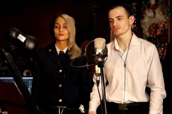 Рэп-трек исполнили прапорщик Надежда Сайфутдинова и младший лейтенант Кирилл Горячев
