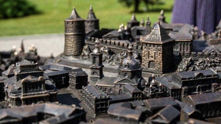 Город в миниатюре. Бронзовый макет дореволюционного Нижнего Новгорода появился в кремле