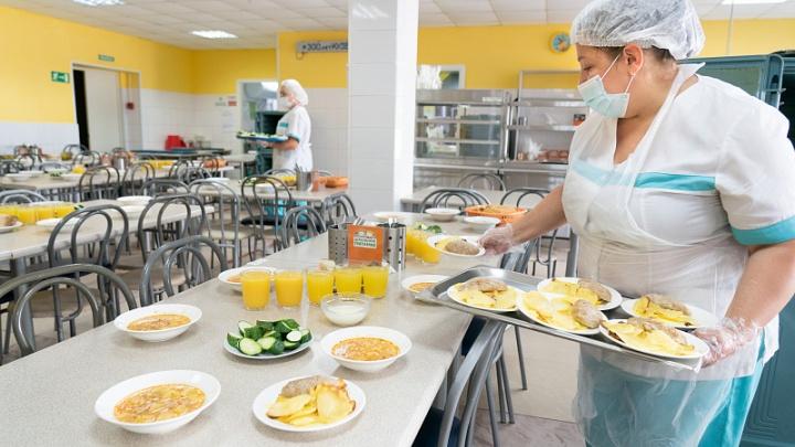 В Кемерово прошла презентация нового школьного меню. Рассказываем, чем будут кормить ваших детей