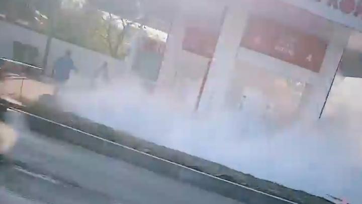 В Челябинске водитель чуть не спалил АЗС, решив залить бензин в канистры