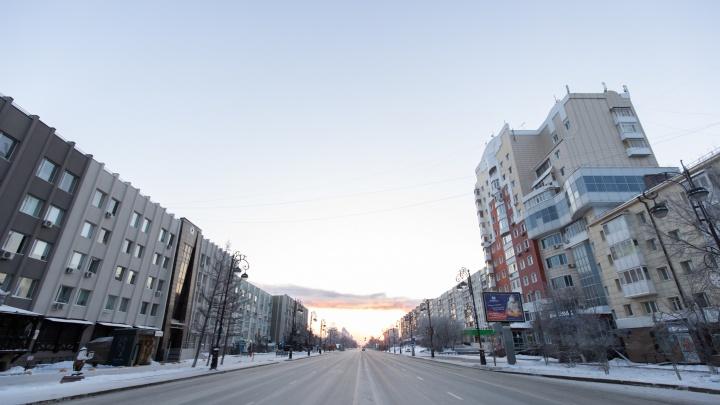 Как Тюмень отсыпается после встречи Нового года — 12 кадров пустынного города