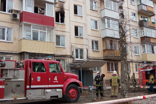Пожар произошел на третьем этаже пятиэтажки на Крисанова, 23