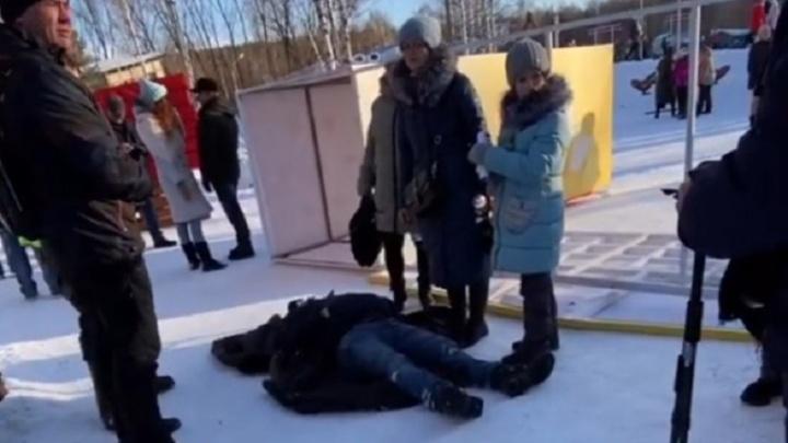 Следователи завели дело после ЧП в парке Маяковского, где на мужчину рухнула металлическая конструкция