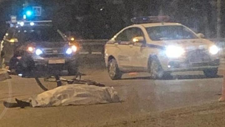 На Московском шоссе КАМАЗ сбил велосипедиста. Мужчина скончался на месте