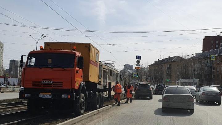 На Новой Сортировке встали трамваи. На путях ремонт