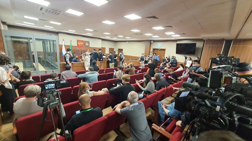 В Казани начался суд по избранию меры пресечения парню, расстрелявшему детей в школе