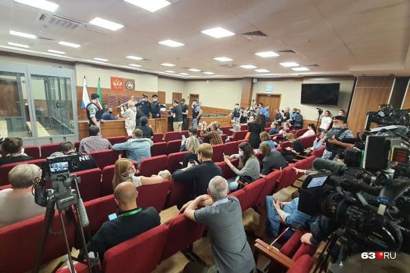 Заседание суда сделали открытым, на нем присутствует пресса