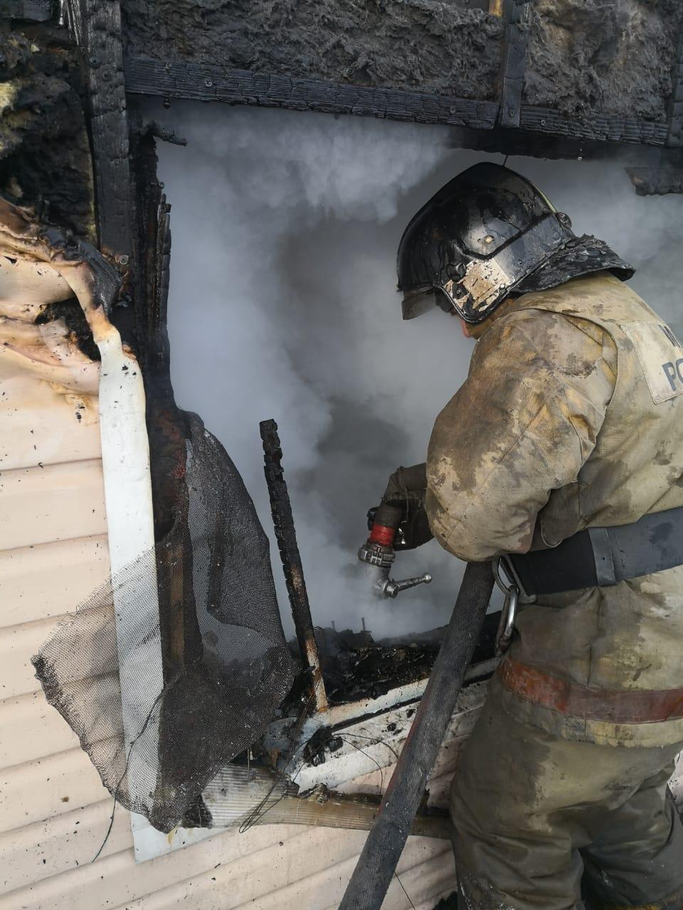 В пожаре погибли трое