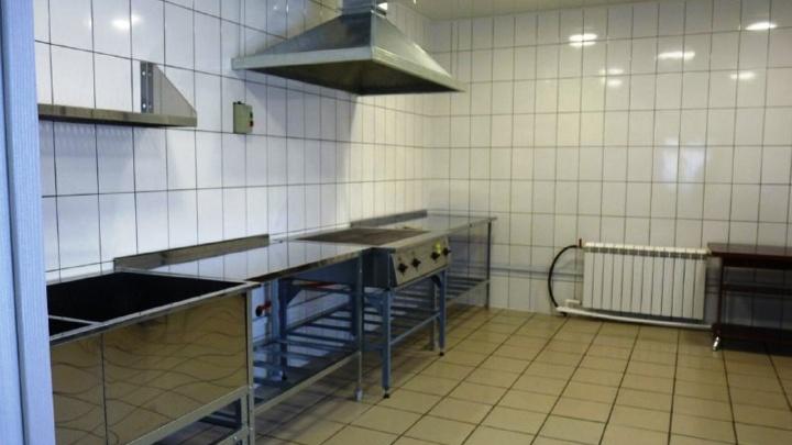 В Большереченском зоопарке отремонтировали кормокухню. Теперь ее называют «рестораном для животных»