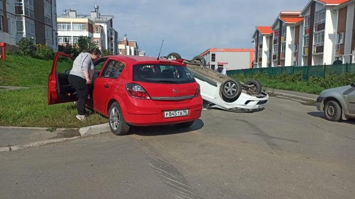 В Мичуринском легковушка перевернулась на крышу