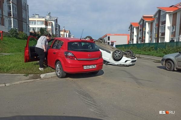 По предварительной информации, белый Hyundai не уступил дорогу водителю Opel Astra