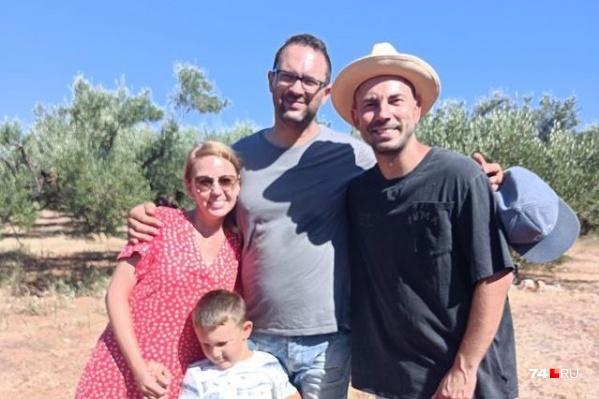 В съемках Андрея Беднякова (справа) участвовала вся семья: Мария, ее муж Янис и их сын Александр