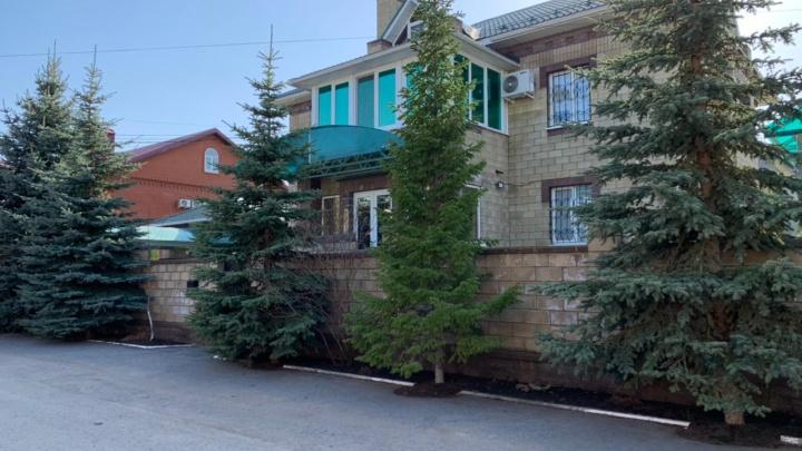 «Золотая улица» с домиком Динара Гильмутдинова: как живется уфимцам, которые делят поселок с богачами