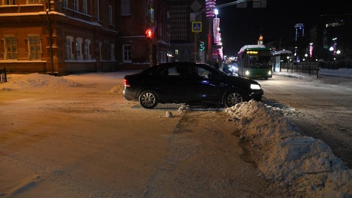 ГИБДД рассердилась из-за плохой уборки снега в Екатеринбурге