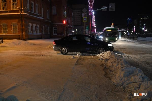 Снег в городе убирают очень плохо, считают в ГИБДД