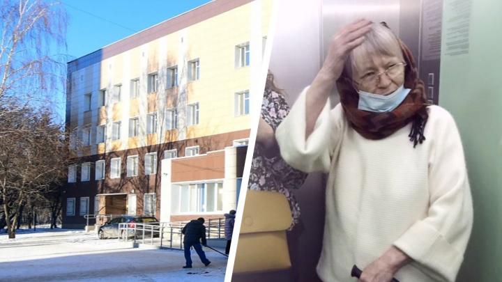 В Екатеринбурге 68-летней женщине-инвалиду отказали в вакцинации от COVID, хотя она записалась заранее