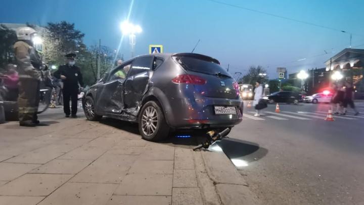 У водителя SEAT, влетевшего в толпу пешеходов на Ленина, были признаки опьянения