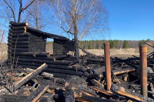 Дом сгорел почти полностью