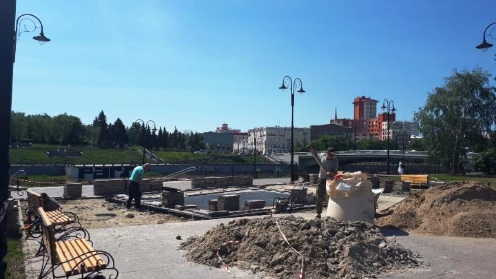На Бударина отключили фонтан из-за просевшей плитки