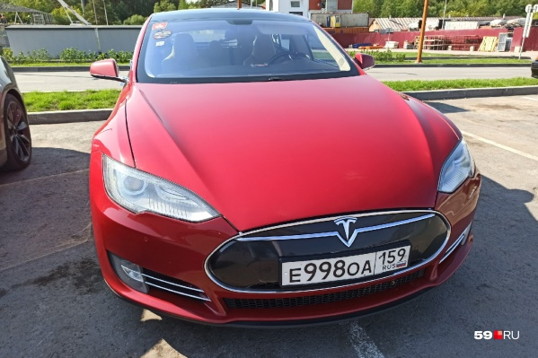 Такая «Тесла» может проехать на одной зарядке примерно 300 километров