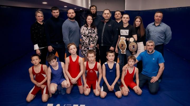 В таких залах вырастают чемпионы: как в Екатеринбурге открыли первый клуб для занятий вольной борьбой