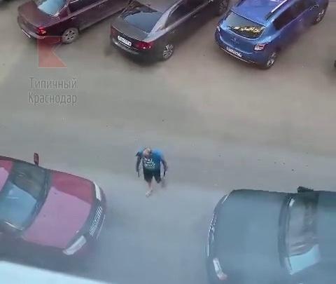 В Музыкальном районе Краснодара ищут мужчину, который кидал ножи в людей
