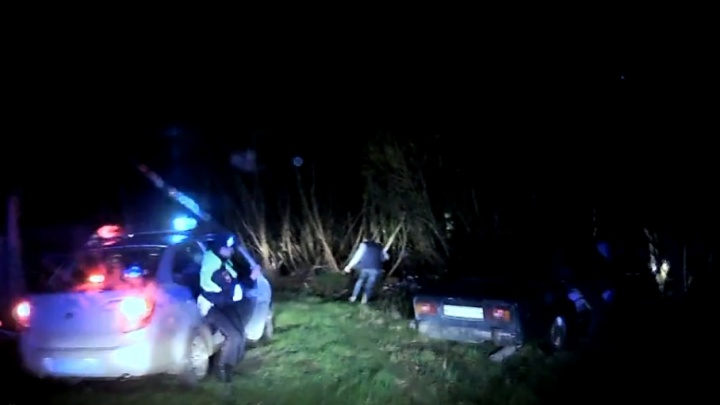 Убежал в кусты: в Мотыгино два экипажа ДПС полночи гонялись за пьяным водителем