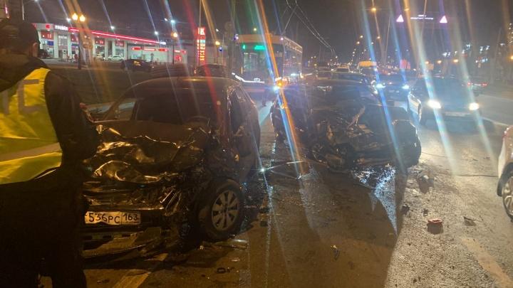 На Московском шоссе лоб в лоб столкнулись «Гранта» и «четырнадцатая»