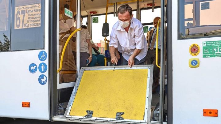 Перевозчик рассказал о прошлом трехдверных автобусов, которые выпустили на самарские маршруты
