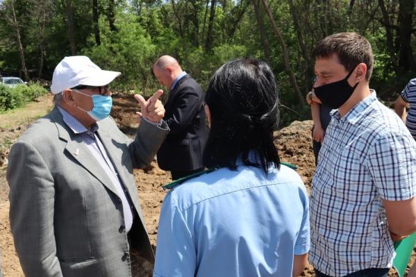 Чиновники встретились с жителями поселка Сахарный, которые протестуют против строительства плотины на ерике Судомойка