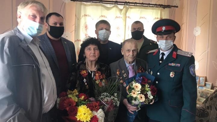 Глава Омского района вручил медаль ветерану Великой Отечественной войны Владимиру Червякову