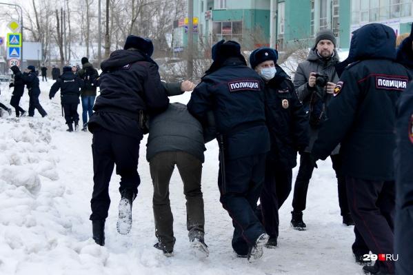 Задержания, лозунги «Свободу!» и большое шествие по улицам — вот чем запомнится протестующим 31 января