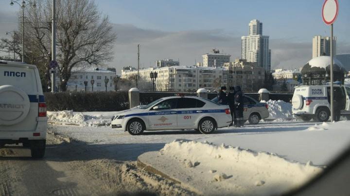 В Екатеринбурге полиция стягивает силы к стадиону «Динамо» и резиденции губернатора