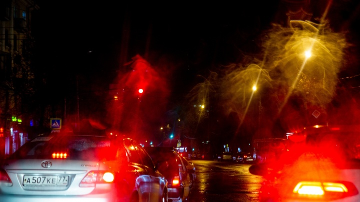Ребенок и мама в больнице: в центре Ярославля сбили семью, переходящую дорогу на зеленый