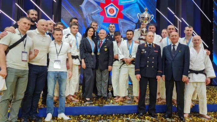 Кузбасский полицейский погиб, спасая женщину. Его семье подарили автомобиль