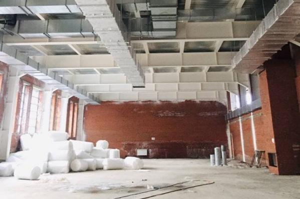 На фото — спортзал будущей школы в микрорайоне 15А