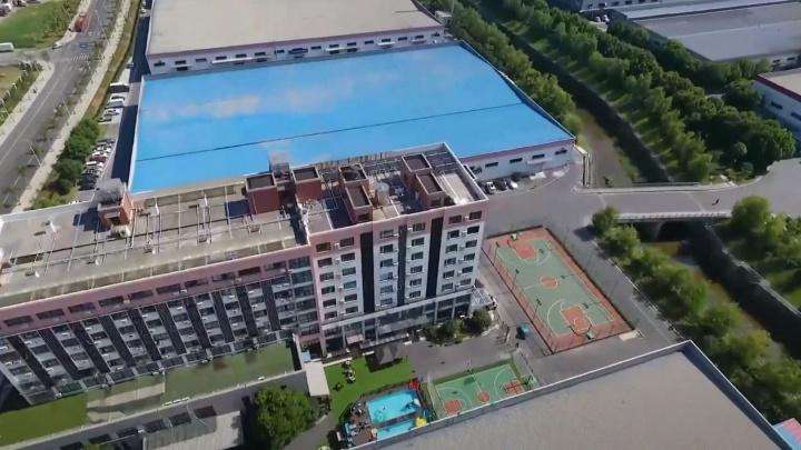 А где же золото? «Сима-ленд» показал свой офис в Китае с баром, бассейном и шестом для танцев