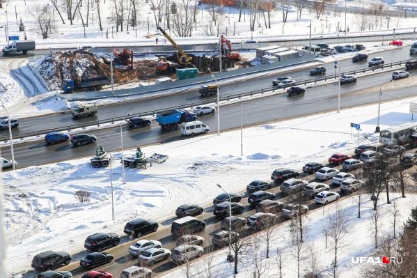 По словам заместителя главы регионального Минстроя Артема Ковшова, чтобы водители поменьше разъезжали по утрам, следует иначе развивать инфраструктуру