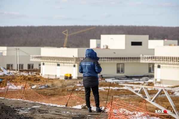 Больницу строят уже семь месяцев