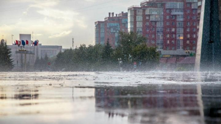 МЧС предупредило омичей об опасности из-за ливня