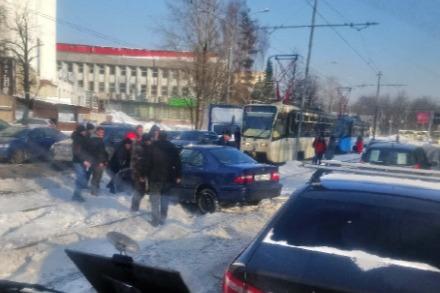 В последнее время в Ярославле много ДТП происходят из-за колейности на дорогах
