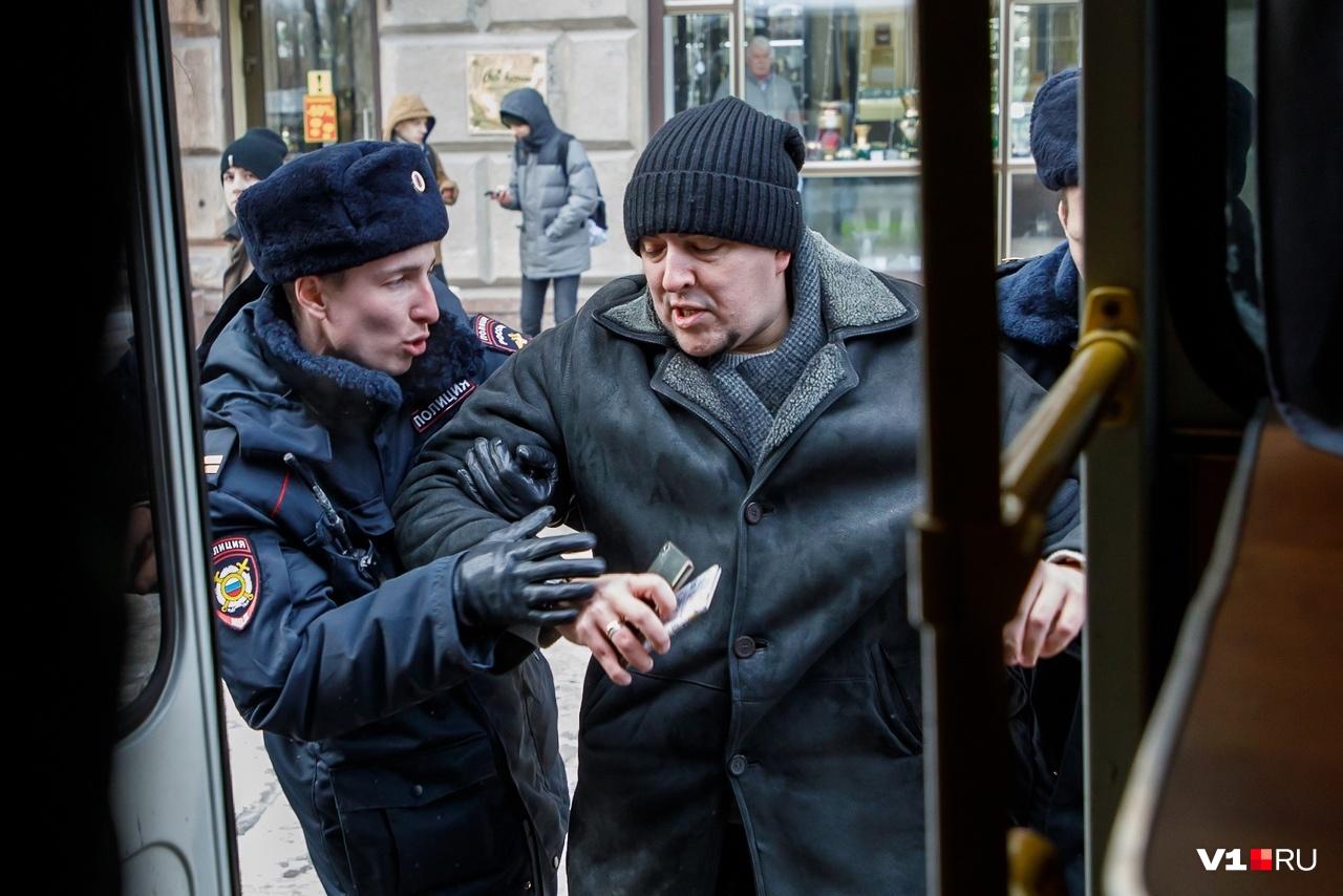 В январе 2018 года полиция почему-то решила задержать сначала журналистов