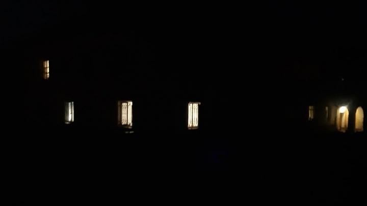 Ночью пытаются вскрыть машины: целый поселок в Ярославле остался без света