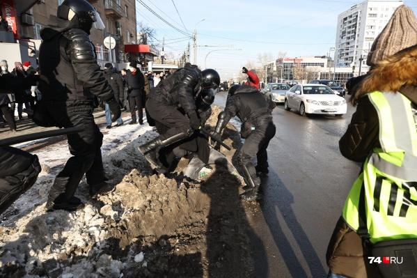 Некоторым участникам акции протеста крепко досталось от силовиков