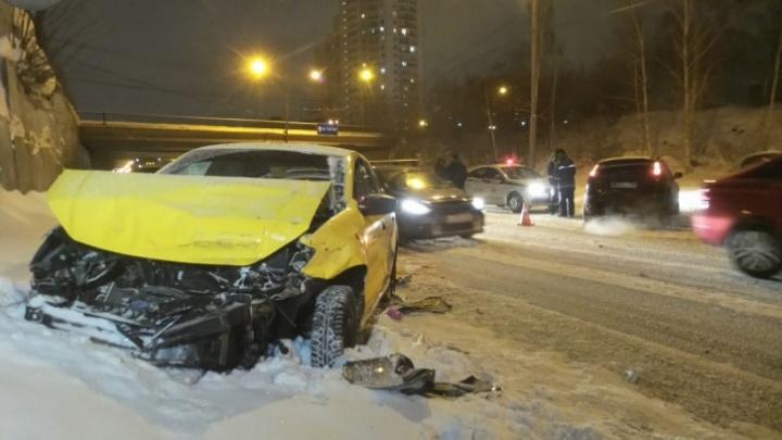«Были характерные признаки опьянения»: таксиста, устроившего ДТП на Серафимы Дерябиной, задержали